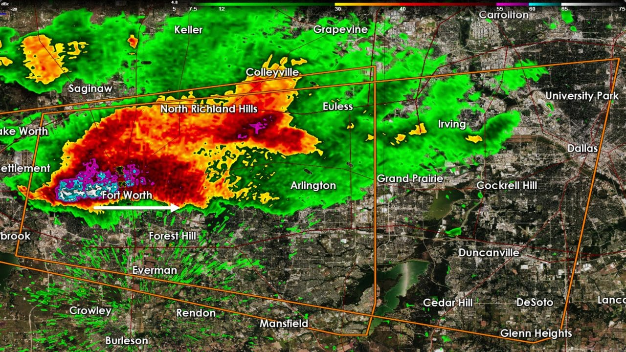 Damaging Hail headed east on I-30 in D/FW